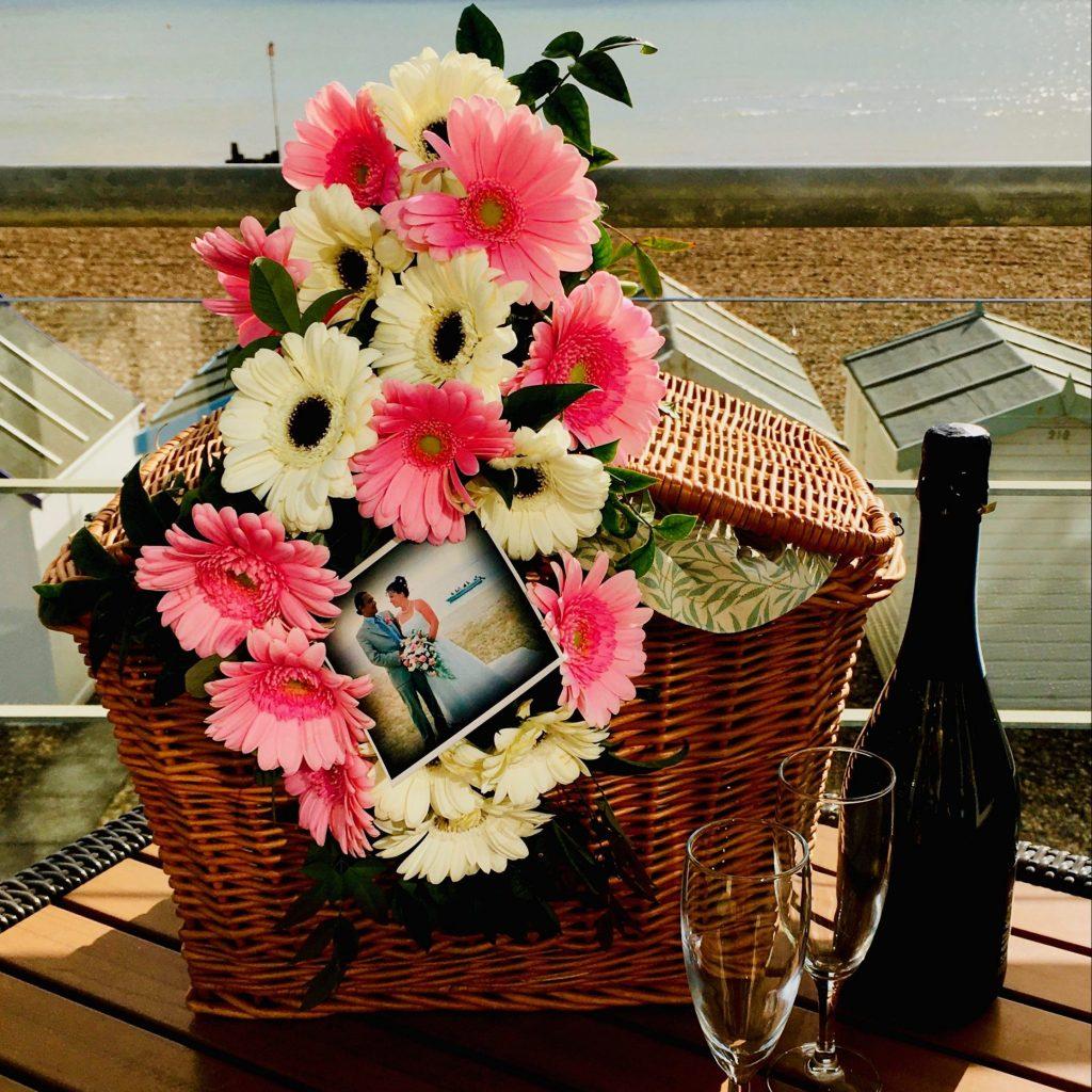 Anniversary picnic gift box