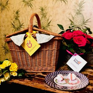 wicker basket gift box image